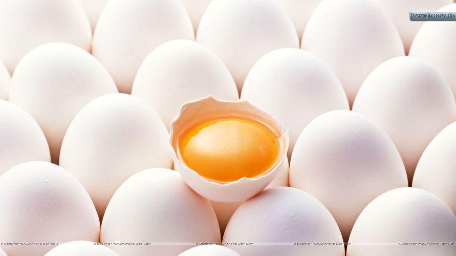 Ovos crus: tire-os da casca, fure levemente a gema e misture uma colher de sopa de sal. Guarde em embalagem hermética por até (surpresa) um ano!
