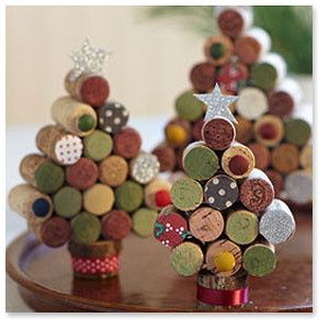Alternative-Christmas-tree-ideas-tree-from-wine-corks-2