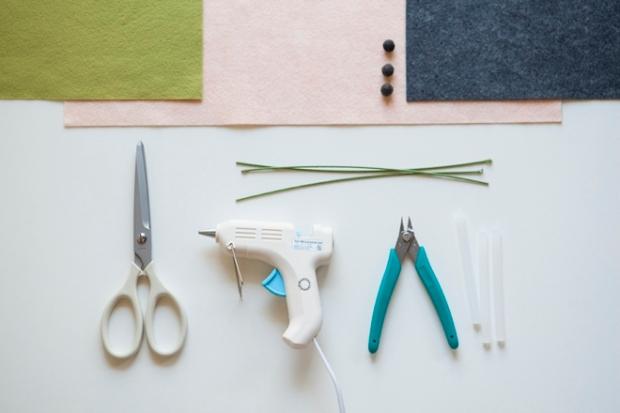 SomethingTurquoise-DIY-felt-anemone-flower_0002