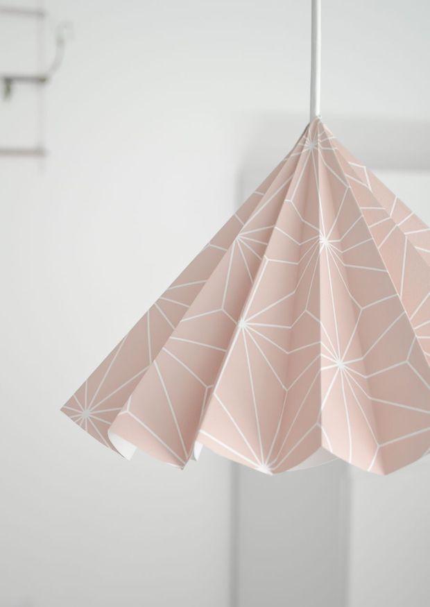 Wallpaper-into-a-lampshade-closer