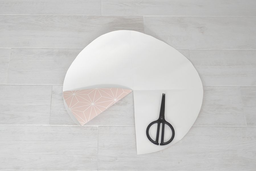 Wallpaper-into-a-lampshade-fold-the-circle